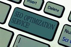 Palavra que escreve o texto Seo Optimization Service Conceito do negócio para que o alvo aumente a visibilidade de um teclado do  imagens de stock royalty free