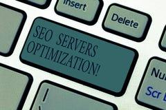 Palavra que escreve o texto Seo Servers Optimization Conceito do negócio para a chave de teclado da eficiência do funcionamento d fotos de stock royalty free