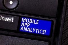 Palavra que escreve a texto a analítica móvel do App Conceito do negócio para os Apps que analisam os dados gerados por plataform imagem de stock