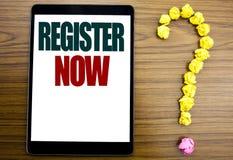 Palavra, redigindo o registro agora Conceito do negócio para o registro para escrito na tabuleta, fundo de madeira com ponto de i fotografia de stock royalty free