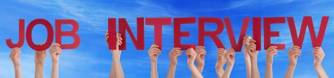Palavra reta vermelha Job Interview Blue Sky da posse da mão Fotos de Stock