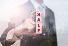 Palavras da venda no cubo de madeira Fotos de Stock Royalty Free