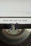 Palavras datilografadas não encontradas da página do erro 404 na máquina de escrever do vintage Imagens de Stock Royalty Free