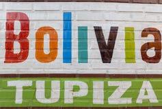 Palavras de Tupiza e de Bolívia pintadas na parede bolívia Fotografia de Stock