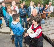 Palavras divisoras do veterano dos jogos de Nestinar na vila de Bulgari, Bulgária Foto de Stock
