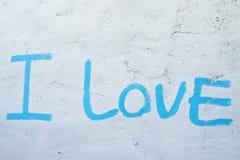 Palavras do amor na parede fotos de stock