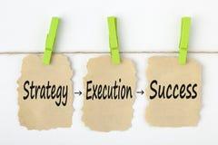 Palavras do conceito do sucesso da execução da estratégia fotos de stock