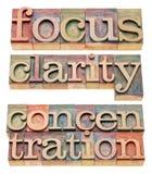 Palavras do foco, da claridade e da concentração fotos de stock royalty free