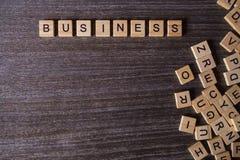 Palavras do negócio com recolhido de blocos de madeira fotografia de stock royalty free