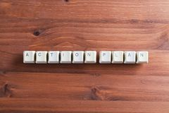 Palavras do plano de ação no teclado em chaves de teclado do computador no woode Foto de Stock Royalty Free