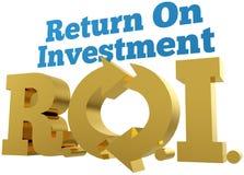 Palavras grandes de ROI Return On Investment do ouro Fotografia de Stock Royalty Free
