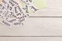 Palavras impressas April Fools Day feliz no fundo de madeira Fotografia de Stock Royalty Free