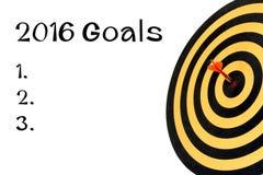 Palavras 2016 objetivos e alvo do dardo com a seta no bullseye Imagens de Stock