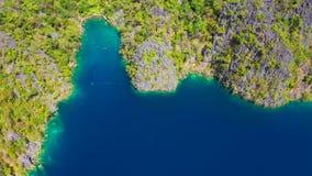 Palawan, Φιλιππίνες, εναέρια άποψη Kayangan και λίμνη Barracuda στο νησί Coron απόθεμα βίντεο