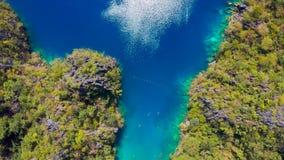 Palawan, Filipinas, vista aérea de Kayangan e lago barracuda na ilha de Coron filme
