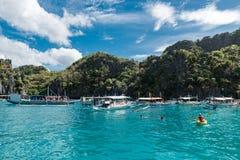 PALAWAN FILIPINY, STYCZEŃ, - 24, 2018: Shimizu wyspa w El Nido, Palawan Objeżdża A wyspę z lunch przerwą obraz royalty free