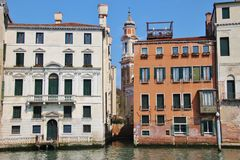 Palazzi και εκκλησία στο μεγάλο κανάλι, Βενετία, Ιταλία Στοκ Φωτογραφία