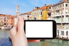 palazzi turistici dei photograps sul canale a Venezia Fotografie Stock