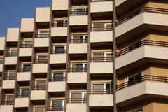 Palazzina di appartamenti dell'alloggiamento Immagini Stock