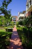 Palazzina di appartamenti, soleggiato, verde, Sydney, Australia Fotografie Stock Libere da Diritti