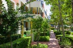 Palazzina di appartamenti, soleggiato, verde, Sydney, Australia Immagine Stock