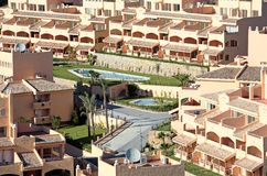 Palazzina di appartamenti spagnola piena di sole Fotografia Stock