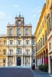 Palazzo Дукале в аркаде Roma Моденаа Италия Стоковые Изображения