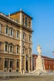 Palazzo Дукале в аркаде Roma Моденаа Италия Стоковые Изображения RF