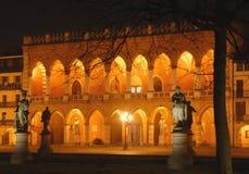 Palazzo acceso Immagini Stock