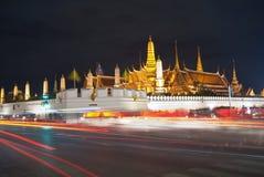 Palazzo alla notte, Bangkok del kaew di pra di Wat grande Fotografie Stock Libere da Diritti