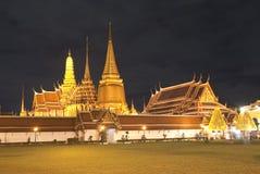 Palazzo alla notte, Bangkok del kaew di pra di Wat grande Fotografie Stock