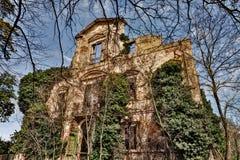 Palazzo antico crollato Fotografia Stock Libera da Diritti