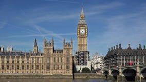 Palazzo, Big Ben e ponte di Londra Westminster sopra il Tamigi video d archivio
