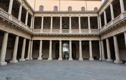 Palazzo Bo, historiskt byggnadshem av det Padova universitetet från 1539, i Padua royaltyfri foto