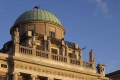 Palazzo Carciotti με το θόλο και τα αγάλματα Στοκ εικόνες με δικαίωμα ελεύθερης χρήσης