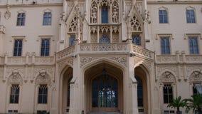 Palazzo - castello Lednice e giardino del castello Fortifichi Lednice, patrimonio mondiale dell'Unesco alla Moravia del sud 4K stock footage