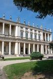 Palazzo Chiericati, uma construção do renascimento projetada e construída pelo arquiteto Andrea Palladio e agora pelo museu cívic imagens de stock