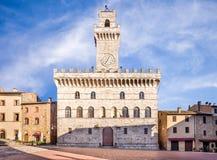 Palazzo Comunale (hôtel de ville) dans Montepulciano Photographie stock libre de droits
