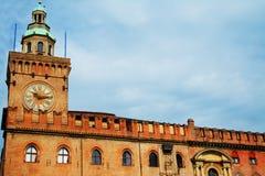 Palazzo D'Accursio unter drastischem Himmel im Bologna Lizenzfreie Stockfotografie