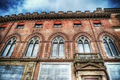 Palazzo-d'Accursio unter einem drastischen Himmel Lizenzfreie Stockfotos