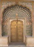 Palazzo decorato della città di Jaipur del portello fotografie stock libere da diritti