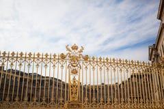 Palazzo dei cancelli dorati di Versailles Immagine Stock Libera da Diritti
