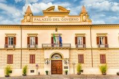 Palazzo del Governo,科森扎,意大利新古典主义的门面  免版税库存照片