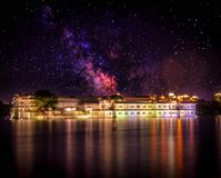 Palazzo del lago fotografia stock libera da diritti