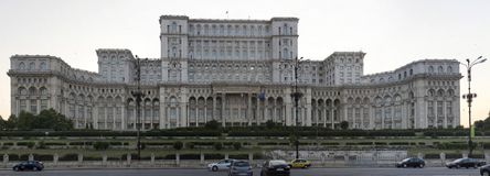 Palazzo del Parlamento nella capitale della Romania Bucarest immagini stock libere da diritti
