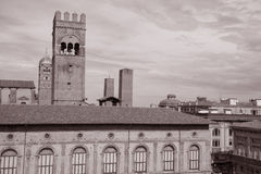 Palazzo del Podesta и 2 башни, болонья Стоковые Изображения RF