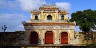 Palazzo del portone della facciata Immagini Stock