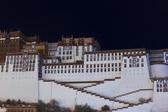 Palazzo del Potala alla notte, Tibet Immagini Stock Libere da Diritti