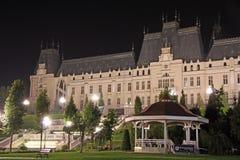 Palazzo di coltura in Iasi (Romania) alla notte immagini stock libere da diritti