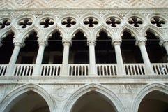 Palazzo di espediente - facciata principale fotografie stock
